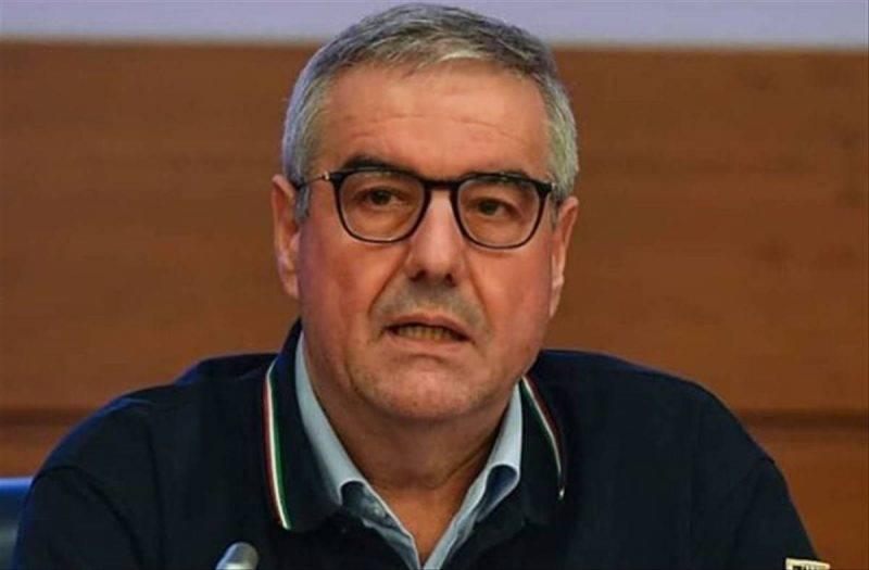 Tutti noi che vogliamo bene ad Angelo Borrelli.