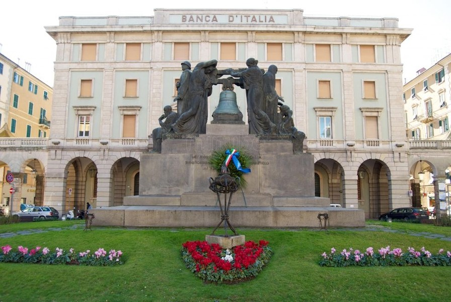 Piazza Mameli : 21 chimes to remind